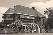 Van der Werfcafé Leiden Column van Society tot Genootschap
